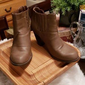 Bongo tan, bootie boots, size 9
